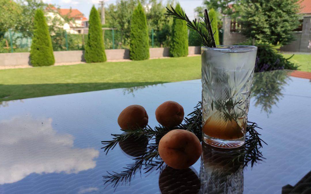 Marhuľová ovocná limonáda s grepom
