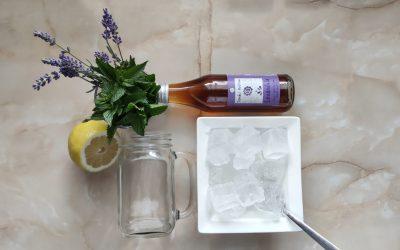 Levanduľová bylinná limonáda